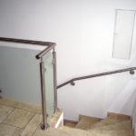 gbia001 Treppengeländer aus Edelstahl mit Glasfüllelementen - Innenanlagen
