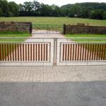 gbto004 Edelstahltor mit Füllelementen aus Eichenholz - Tore, Türen & Zäune